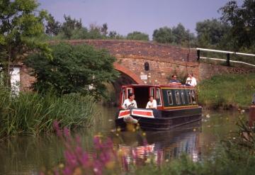 20% Boka tidigt rabatt på Kanalbåtar