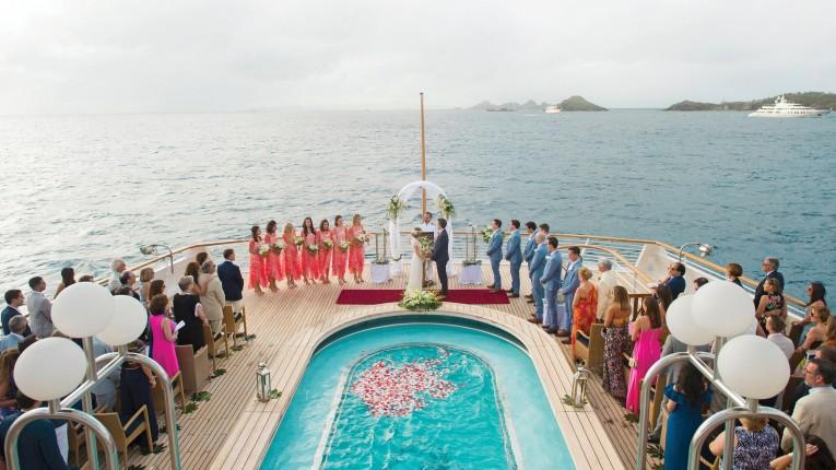 Chartra Seadream för ditt bröllop ombord