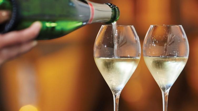 Ombord på Hirondell genom hjärtat av Champagne